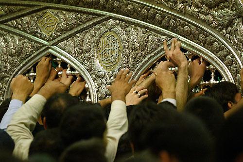 http://ghoreh.persiangig.com/image/emam%20reza/2006101501-Mashhad-1.jpg